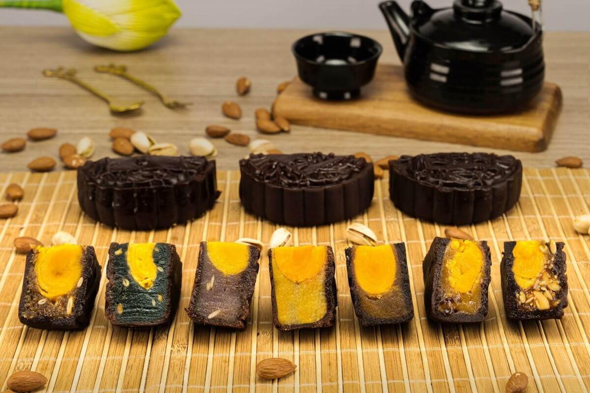 Bánh trung thu socola cao cấp She chocolate Moon cake 2021 có 7 loại nhân các vị